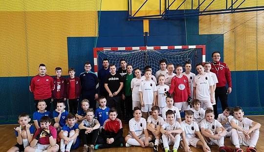 Zespoły z roczników 2006/07 i 2008/09 na turnieju w Jaktorowie