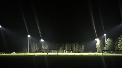 Oświetlenie boiska bocznego